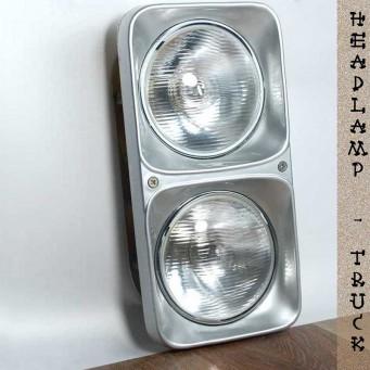 Un ensemble double phares original avec plaque frontale en aluminium poli