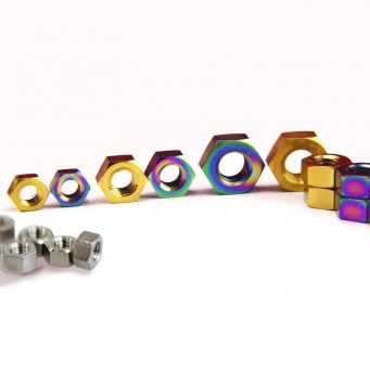 Écrou M8 en titane tête hexagonal grade 5 - pas de 1.25mm - couleurs au choix